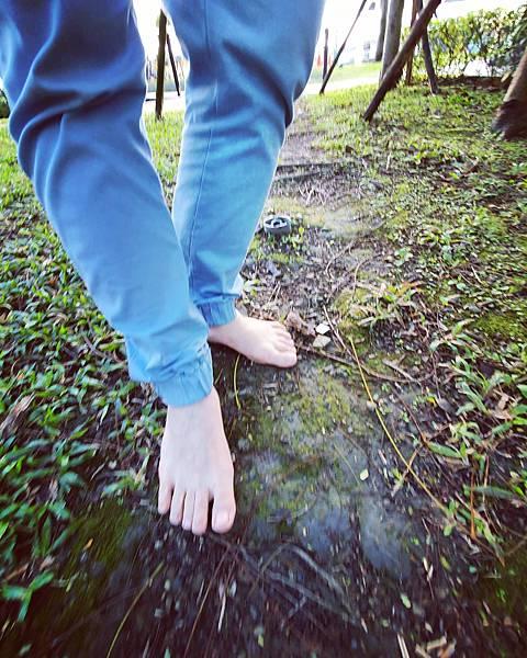 我是台灣赤腳生活第一人,十幾年來不穿鞋力行赤腳生活。