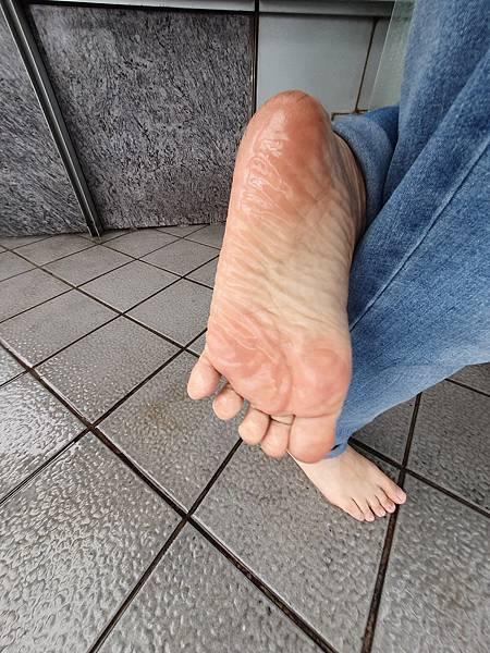 我是推廣快樂赤腳生活的赤腳大師