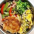 今日午餐:吻仔魚炒蛋、甜椒炒德國豬腳肉、花椰菜、甜豆、花枝餅,2020.11.23