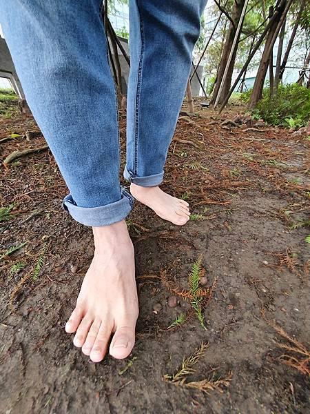 赤腳走路不會受傷 愈赤腳愈安全