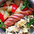 今日午餐:甜椒、洋蔥、橄欖菜、九層塔炒蛋、香腸,2020.12.02