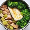 今日午餐:花椰菜、荷包蛋、絲瓜炒雞丁,2020.12.03
