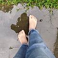 保持年輕的秘訣:多喝水 多赤腳行走