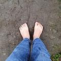 赤腳行走促進大腦運動,恢復活力