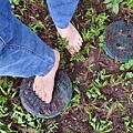 赤腳走路 給身體充電 赤腳走路不會產生憂鬱星期一