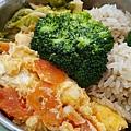 今日午餐:花椰菜、高麗菜、蕃茄炒蛋、珍珠丸子兩顆,2020.12.31