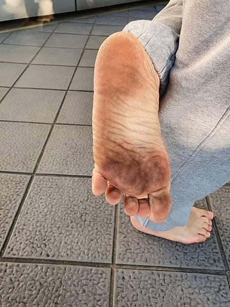 赤腳走路 釋放壓力