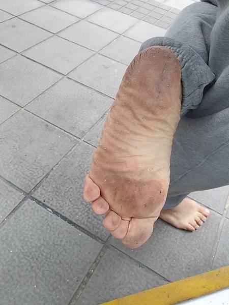 赤腳生活 體會知難行易