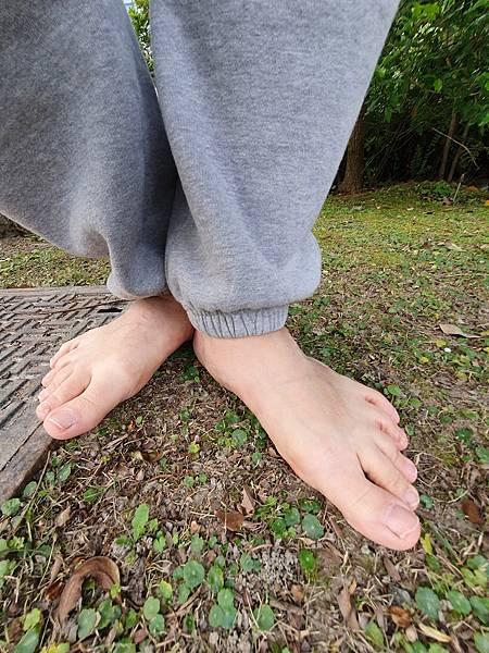 我是赤腳斌哥,雙腳就是我的招牌,我是創造赤腳生活時尚的第一人。