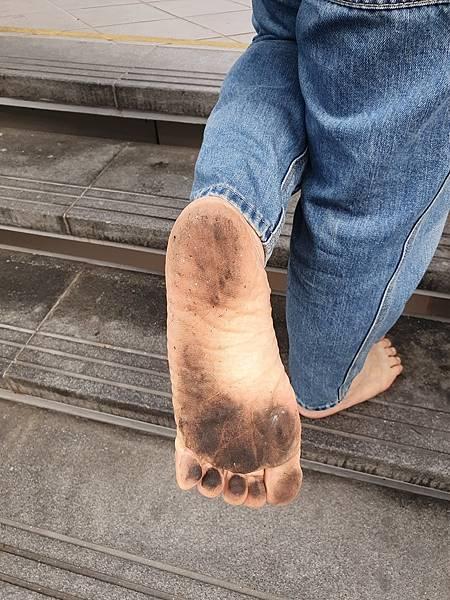 赤腳生活 黑腳板是赤腳族的榮耀