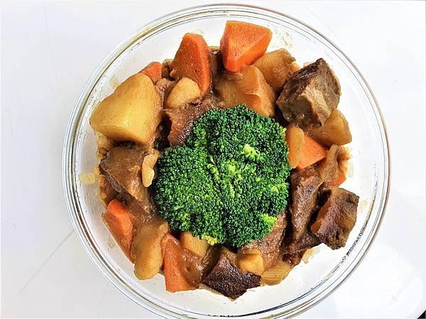 今日午餐:青花菜、咖哩牛肉飯,2021.03.26