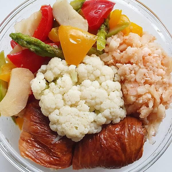 今日午餐:水果椒、蘆筍、蝦鬆、花椰菜、荸薺、煙燻豆皮捲,2021.03.31