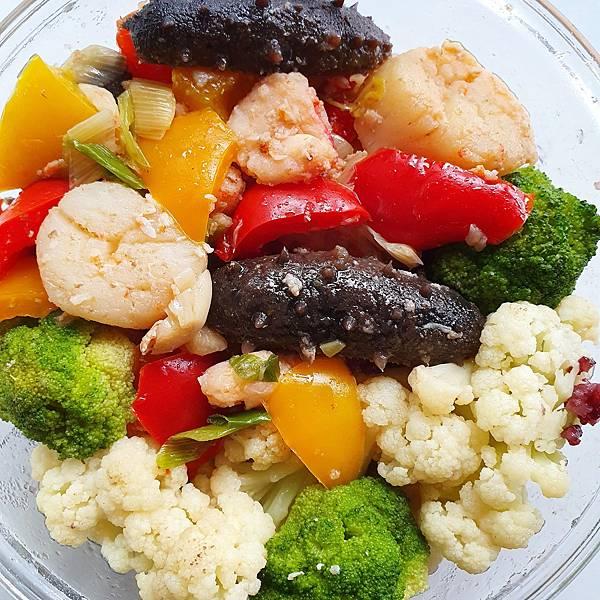 今日午餐:水果椒、花椰菜、青花菜、蝦、海參、干貝、荸薺,2021.04.14