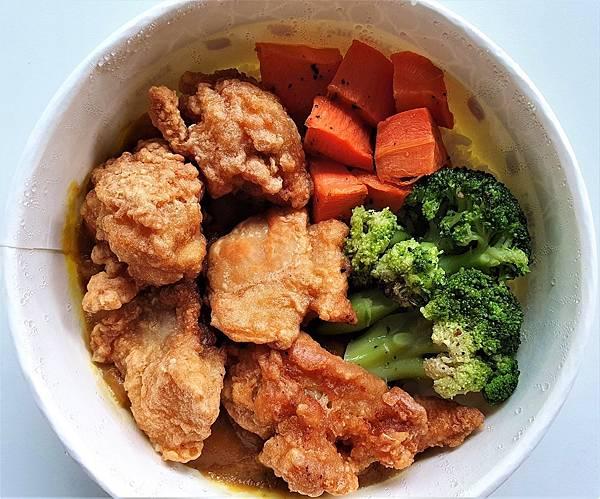 今日午餐:蜜可頌的咖哩雞肉便當,120元,2021.05.13