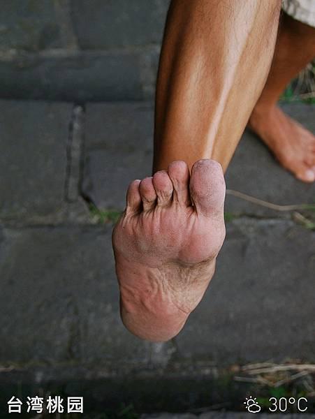 我在向全世界宣揚赤腳生活的理念