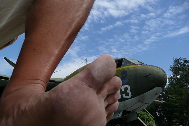 赤腳與飛機