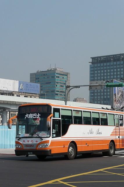 大有巴士國道新車