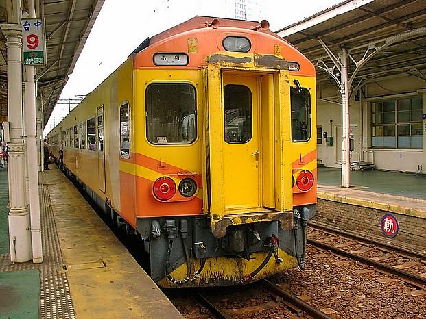 EMU200@台中車站