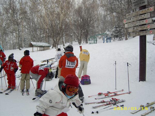 很多人到這邊來滑雪