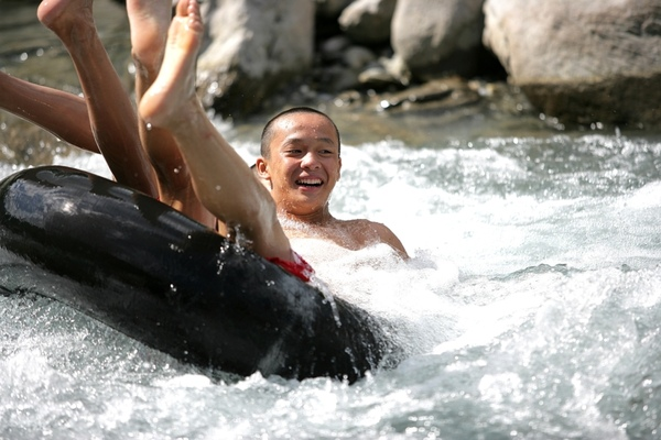 VX3T8410-聖偉溪邊玩水.JPG