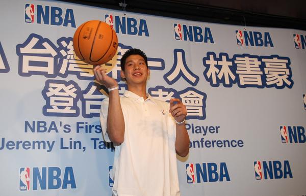 NBA台灣第一人 林書豪.jpg