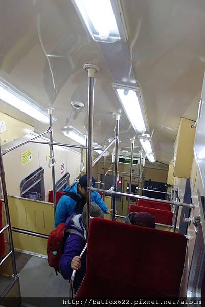 斜面電車內部