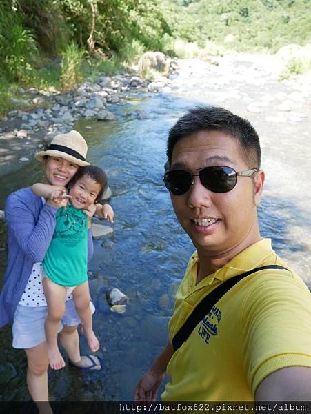 溪流玩水趣