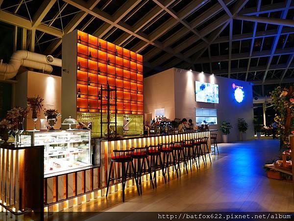 「LUMIERE 美‧食光」餐酒館夜景