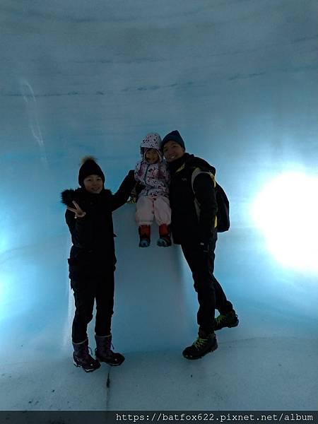 冰洞內合照