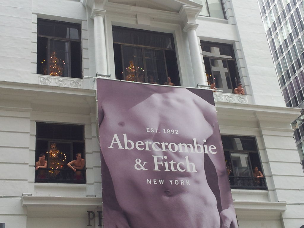 Abercrombie_&_Fitch_Hong_Hong_store_2 (1)