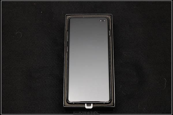 Galaxy S十週年了 , S10+精緻開箱(加上與其它手機比一比外觀) - 5
