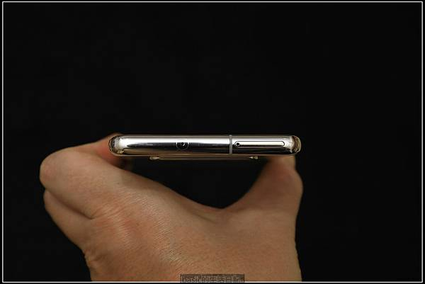 Galaxy S十週年了 , S10+精緻開箱(加上與其它手機比一比外觀) - 18
