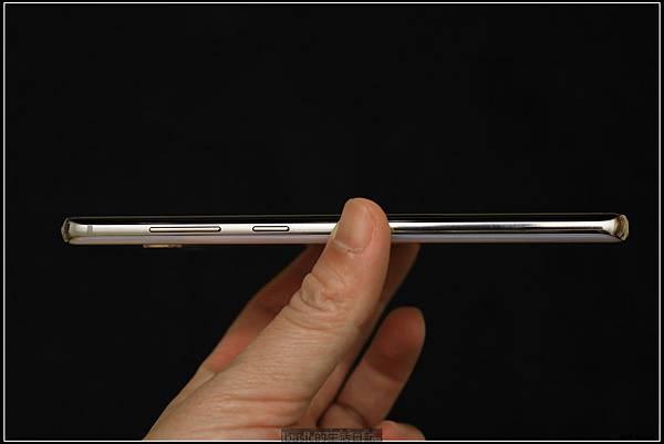 Galaxy S十週年了 , S10+精緻開箱(加上與其它手機比一比外觀) - 16
