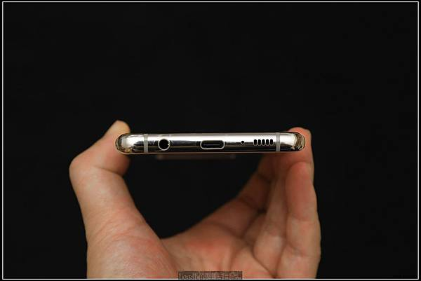Galaxy S十週年了 , S10+精緻開箱(加上與其它手機比一比外觀) - 17