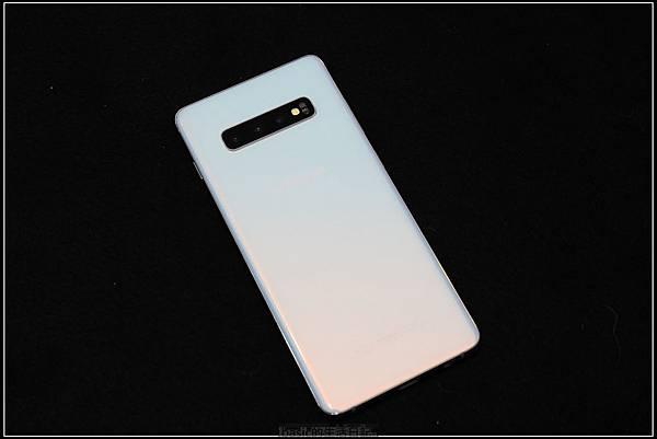 Galaxy S十週年了 , S10+精緻開箱(加上與其它手機比一比外觀) - 22
