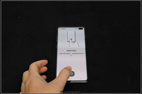 Galaxy S十週年了 , S10+精緻開箱(加上與其它手機比一比外觀) - 23