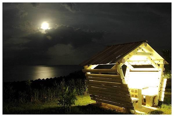 月夜與涼亭.jpg