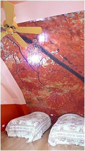 三樓客房 秋天紅色2.jpg
