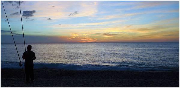 旭海日出海的色彩也隨之轉變.jpg