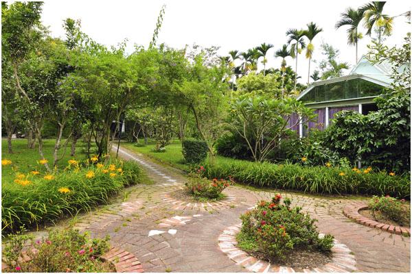 花草小路通往著秘密花園2.jpg