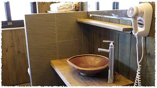 民宿房間浴室2.jpg