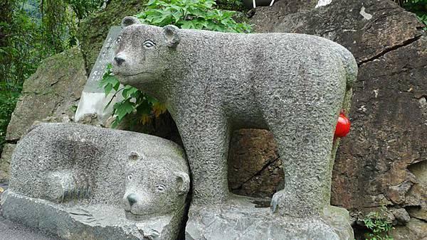 石雕熊.jpg