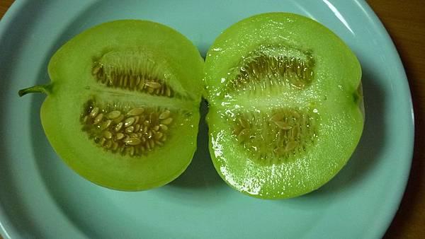 切開的美濃瓜  讓人食指大動  垂涎欲滴