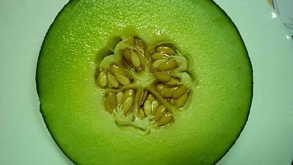 洋香瓜的果肉特別厚  很甜喔