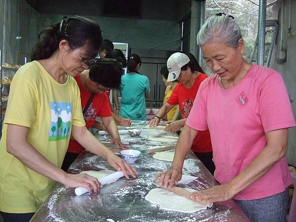 在這海拔800公尺的農場裡製作麵包,是張山豐的創意。