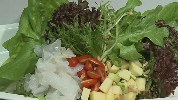 色彩豐富的蔬果沙拉
