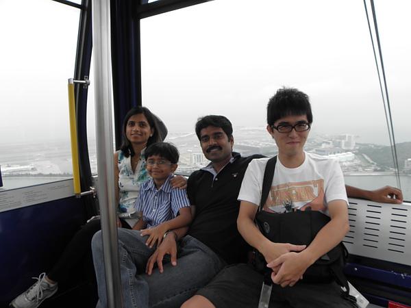 跟我同車的印度家庭