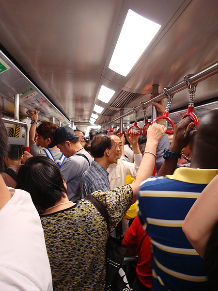 地鐵擠的時候