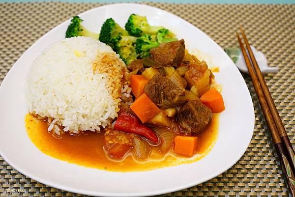 103-09-21 番茄燉牛肉 (16).jpg