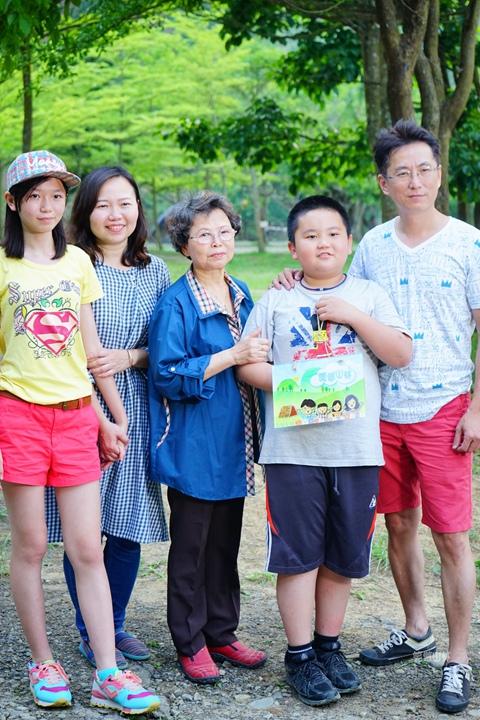 105-04-27 與東森幼幼台一起露營去 不遠山莊 (122).jpg
